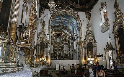 Veja como ficou o altar-mor da Igreja do Bonfim após 10 meses de reforma
