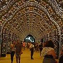 Arcos lembram mosaicos de catedrais góticas