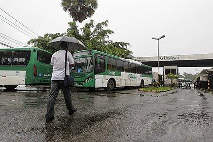 Após 4h de paralisação, ônibus voltam a circular por Salvador