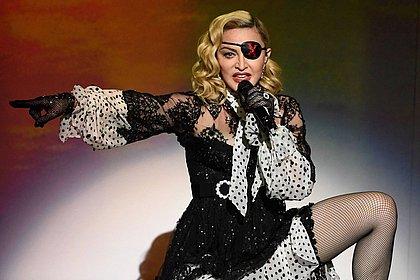 Madonna ouve Daniela Mercury no camarim