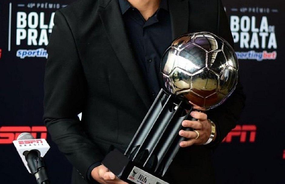 Prêmio Bola de Prata é entregue aos melhores de cada posição no Brasileirão