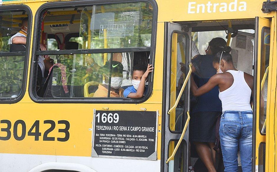 Uso de máscaras em ônibus de Salvador é obrigatório a partir de hoje