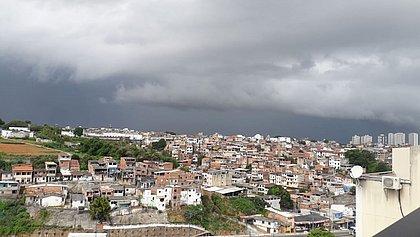 Previsão é de dia nublado e chuvas nesta terça-feira