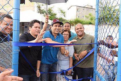 Prefeitura requalifica e entrega campo de futebol em Cajazeiras VII