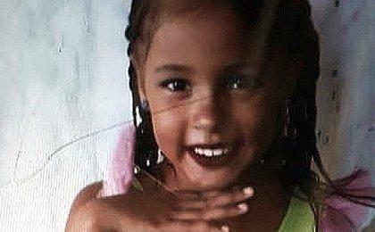 Menina morta após ser atingida por caixa de som brincava na hora do acidente