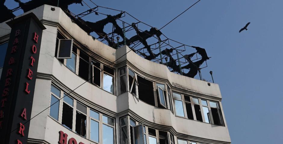 Incêndio mata 17 pessoas e deixa quatro feridos em Nova Délhi, na Índia