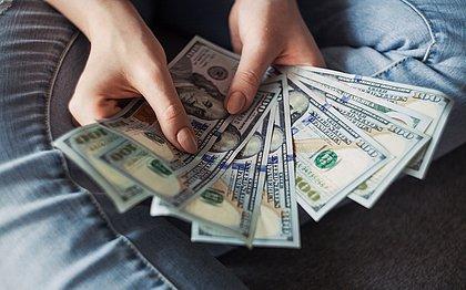 Dólar começou a subir em 2019 por conta do corte da Selic