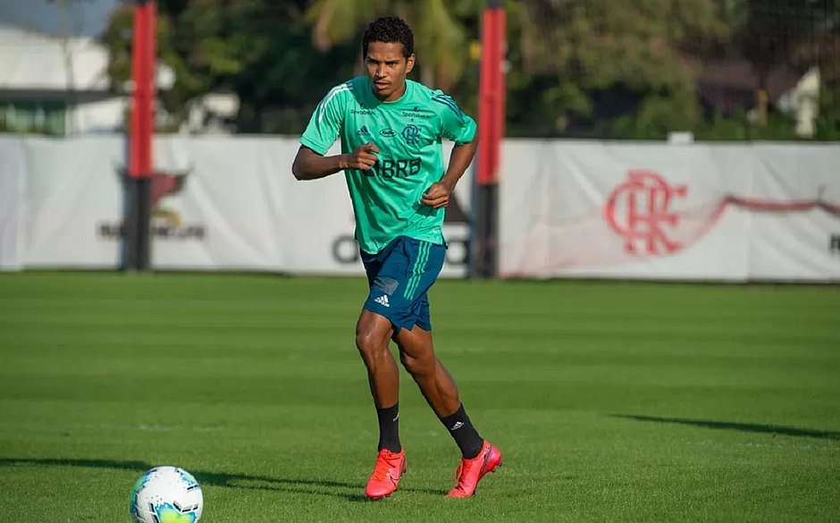 O lateral-direito João Lucas foi um dos garotos chamados pelo Flamengo