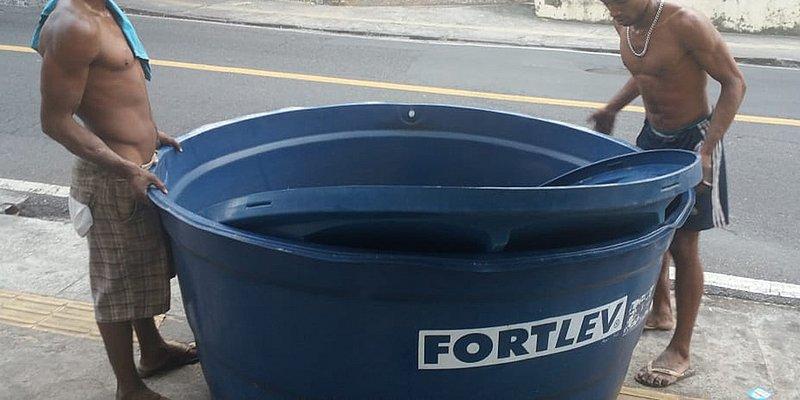 Dupla é flagrada furtando tanque de água na Barra