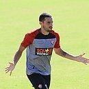 Volante Dudu Vieira jogou improvisado na lateral direita contra o Atlético-GO