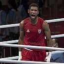 Hebert Conceição vence o russo Gleb Bakshi, na semifinal do boxe