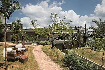 Por se tratar de um jardim de passagem, o local dá as boas-vindas aos visitantes