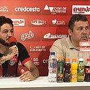 Fernando Neto foi apresentado pelo gerente de futebol Alarcon Pacheco