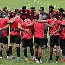 Elenco do Vitória reunido antes do treino na Toca do Leão