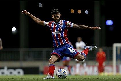 Juninho Capixaba durante jogo contra o Bragantino, na Fonte Nova