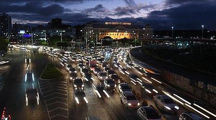 Salvador bate a marca de 1 milhão de veículos nas ruas