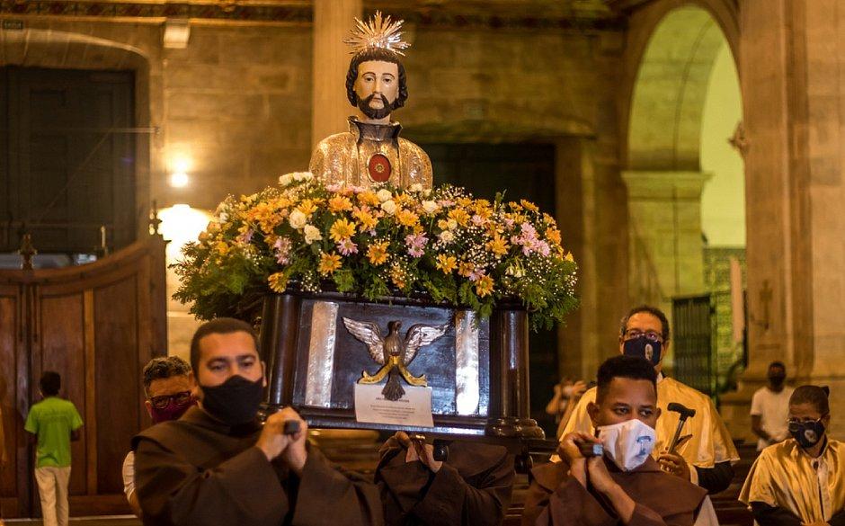 Imagem de São Francisco Xavier durante celebração