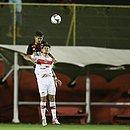 Ramon divide bola com Léo Ceará no jogo contra o CRB