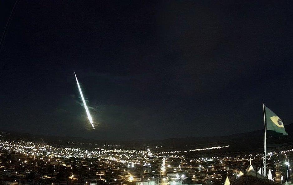 VÍDEO: meteoro é visto em várias cidades da Bahia: 'Bola de fogo'