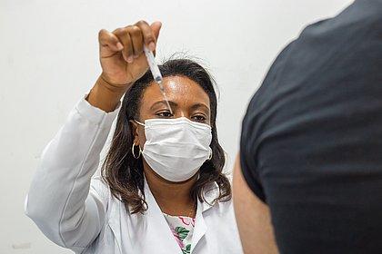 Vacinômetro: BA tem 6,7 mi de vacinados com ao menos uma dose contra covid