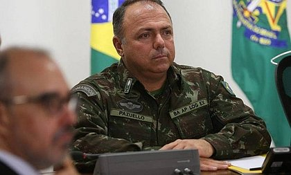 Bolsonaro convida general para assumir ministério se Teich se demitir