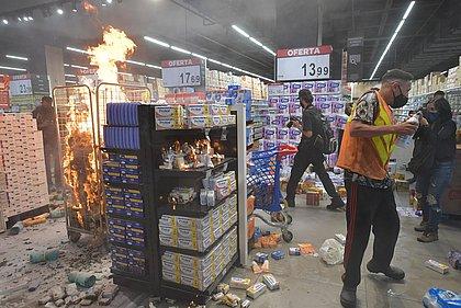 Morte de homem negro em mercado gera protestos por todo Brasil