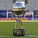 O troféu da Copa Sul-Americana