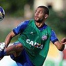 Clayton tem contrato com o Bahia até agosto e está na mira da Chapecoense