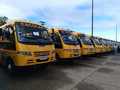 Ônibus escolares foram entregues no CAB