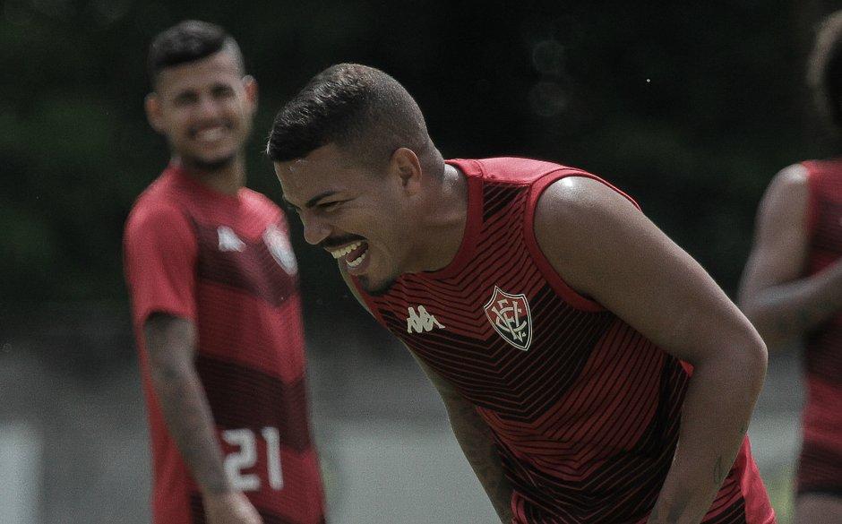 Thiago Carleto renova com o Vitória até 2021