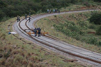 Obras da ferrovia na região de Brumado