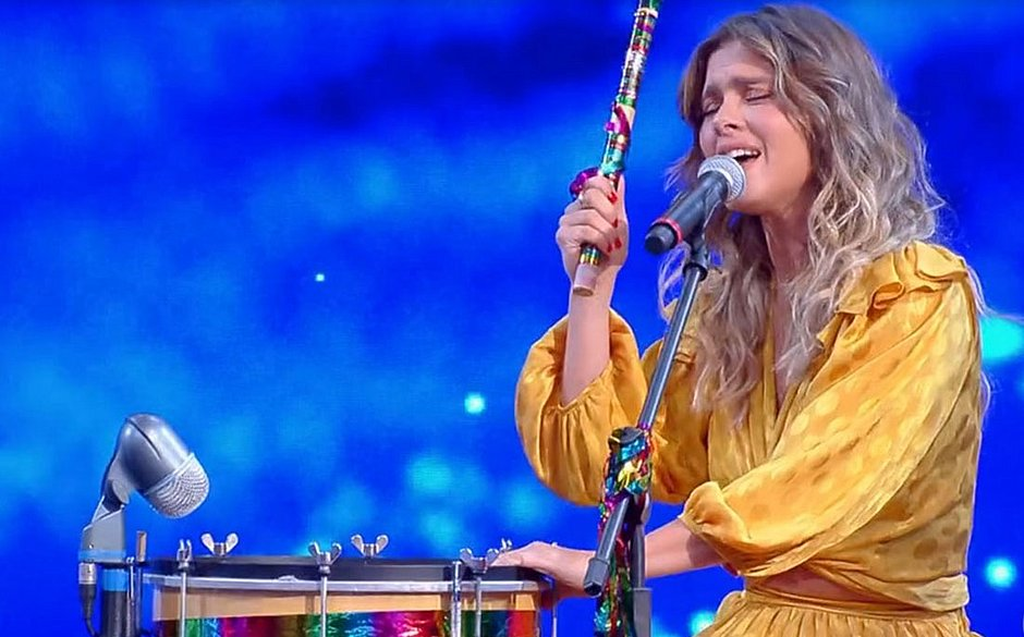 Carolina Dieckmann canta no Caldeirão do Huck e internautas detonam