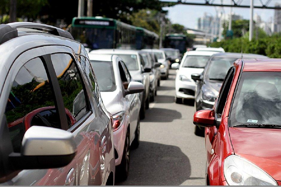 Salvador tem 2º domingo com mais veículos nas ruas durante pandemia