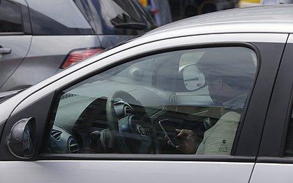 Jovens entre 18 e 30 anos são os que mais usam celular no trânsito