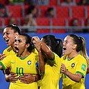 Marta comemora mais um gol histórico em sua carreira