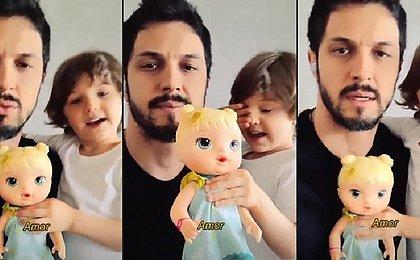'Ainda existe tabu', diz Romulo Estrela ao falar sobre filho brincar com boneca
