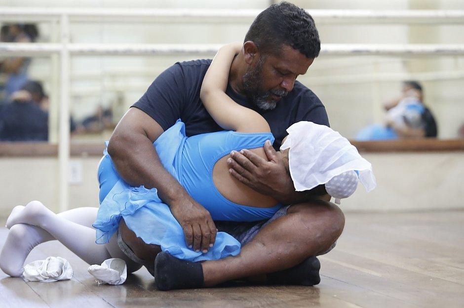 O pedreiro que aprendeu a dançar balé: conheça a história de Joilson