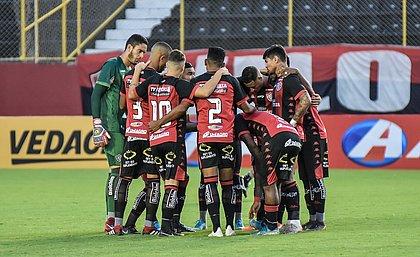 Time do Vitória no jogo contra o Freipaulistano pela Copa do Nordeste, em fevereiro