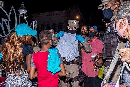 Ação distribui alimento e agasalhos na Praça da Piedade e Aquidabã