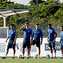 Jogadores como Arthur Rezende e Fessin participaram do treino com elenco principal
