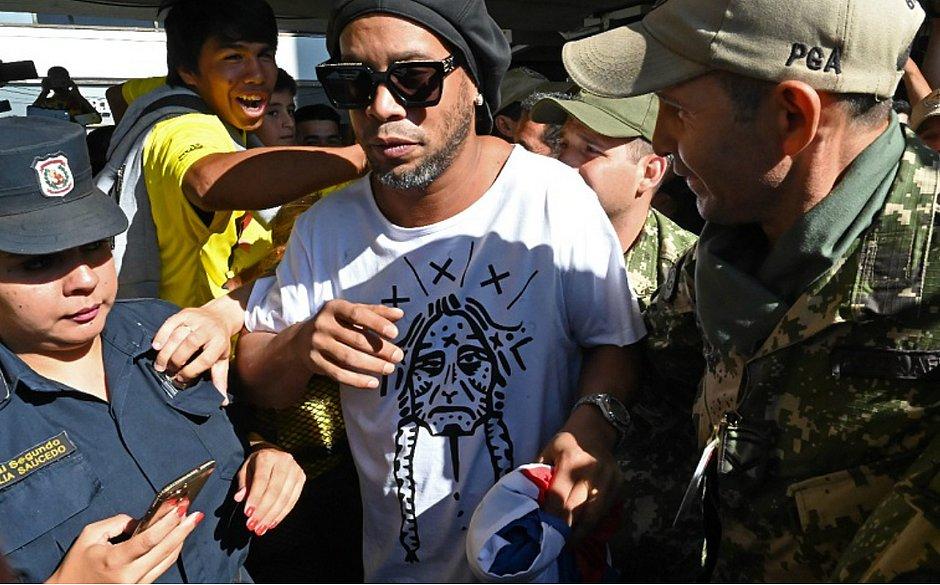 Ronaldinho está detido no Paraguai