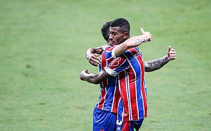 Thiago contou com assistência de Rossi para marcar o primeiro gol como profissional pelo Bahia