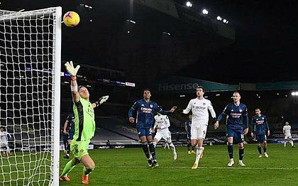 Leeds United e Arsenal ficaram no empate neste domingo (22)