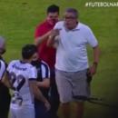 Presidente do Vitória, Paulo Carneiro, precisou ser contido por jogadores e funcionários do clube no momento que se alterou com o meia Vinícius