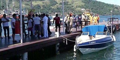 Polícia libera corpos de turistas mortos em atropelamento de barco em Angra
