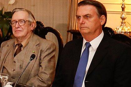 Olavo de Carvalho defende renúncia de Bolsonaro por não defender 'fiéis amigos'
