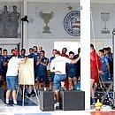 Jogadores recebem orientações do técnico Dado Cavalcanti; imagem foi apagada pelo clube depois