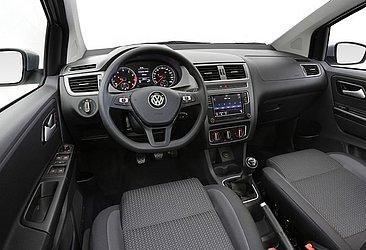 O interior do Fox, um quatro dos hatches que a Volkswagen oferece no país