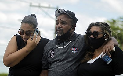 O pai de Brenda, Luis Alberto Silva do Carmo, 45, viajou mais de 1,4 mil quilômetros para vir ao enterro da filha. Ele mora em Brasília (DF), onde trabalha como pedreiro.