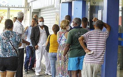 Bancos adotam horário especial para idosos, gestantes e portadores de deficiências